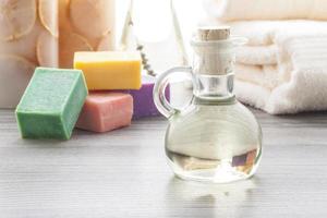 Massageöl mit farbigen Seifen foto