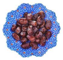 Draufsicht auf süße Datteln auf iranischem Teller foto