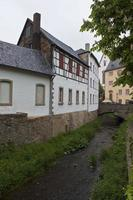 historische häuser in der schlechten muenstereifel foto