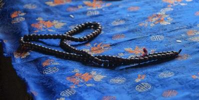 japa mala - buddhistische Gebetsperlen im Mulbekh-Kloster foto