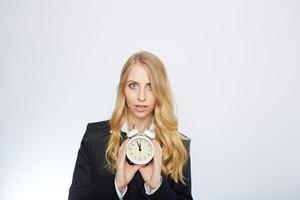 volles isoliertes Porträt einer schönen kaukasischen Geschäftsfrau, die an sperrt foto