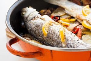 hausgemachter gekochter Fisch foto