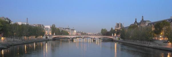 die Seine vom Pont des Arts bei Sonnenaufgang foto