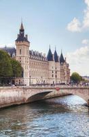 das Conciergerie-Gebäude in Paris, Frankreich foto