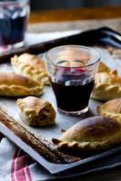 Empanadas, traditionelle argentinische Kuchen. foto