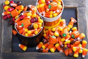 Halloween-Bonbons in kleinen Dosen foto