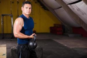 Ich genieße mein Training im Fitnessstudio foto