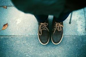 Paar Stiefel am Boden foto