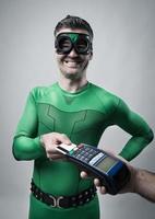 Superheldeneinkauf mit Kreditkarte foto