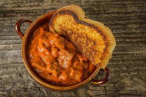 Chili und Toast foto