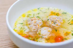 Suppe mit Fleischbällchen