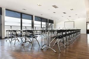 Innenraum des Konferenzraums foto