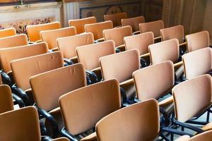 Sitzplätze in der Halle foto