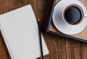 Tasse Kaffee auf Holz foto