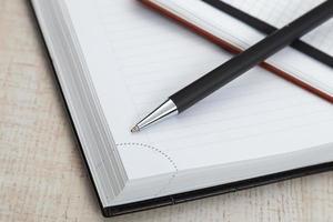 Kugelschreiber und Bürokissen foto
