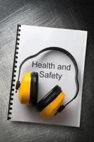 Gesundheits- und Sicherheitsregister mit Kopfhörern foto