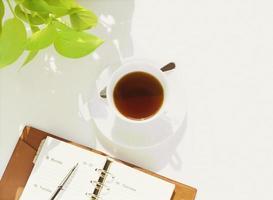 Notizbuch und Tasse foto