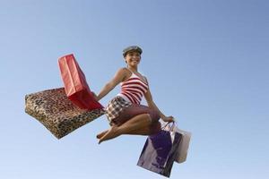 glückliche Käufer springen in die Luft
