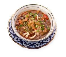 köstliche Kalbseintopfsuppe mit Fleisch und Gemüse foto