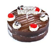 Schokoladenkuchen mit Schokolade? isoliert auf weiß foto