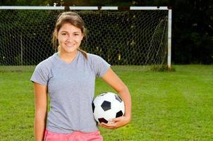 Porträt des jugendlich Mädchenfußballspielers foto