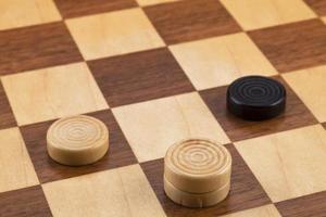 Schachbrettstücke an Bord