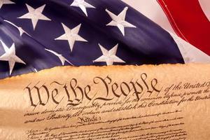 uns Verfassung - wir das Volk mit der Flagge der USA. foto