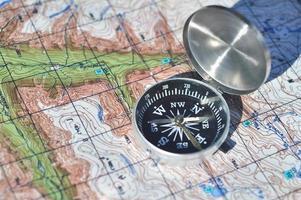 Kompass und Karte. foto