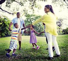 afrikanisches Familienglücksurlaubsurlaubsaktivitätskonzept