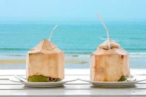 Kokoswasser trinken
