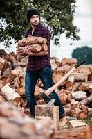 Holzfäller bei der Arbeit. foto