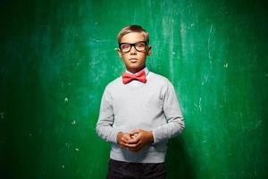 Junge an der Tafel
