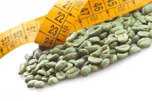 rohen grünen Kaffee trinken foto
