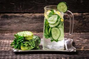 frisches Getränk mit Gurke foto