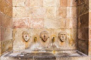 öffentlicher trinkbrunnen, barcelona, spanien foto