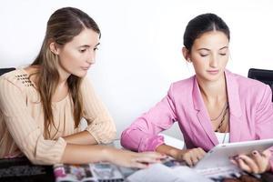 zwei moderne Geschäftsfrau foto