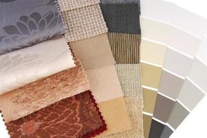 Auswahl an Polsterteppichen und Vorhangfarben für den Innenraum foto