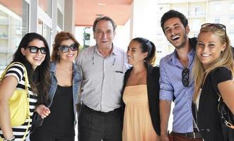 Gruppe von Menschen lächelnd foto