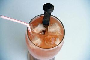mit Spikes versetztes Getränk foto