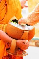 Mönche sammeln Almosen foto
