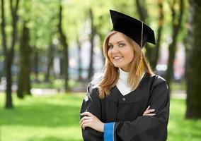 lächelndes graduiertes Mädchen foto
