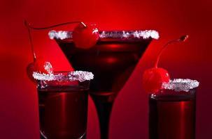 alkoholische Getränke mit Kirsche foto