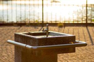 Trinkbrunnen im Sonnenuntergang