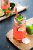 leckeres Melonen- und Limettengetränk foto