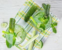 frischer Fruchtsaft, gesunde Getränke.