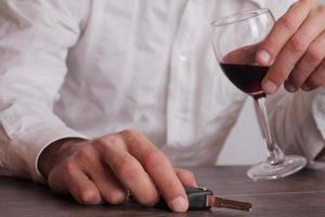 nicht trinken und Konzept fahren. foto