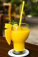 frischer Mangosaft - thailändisches Getränk foto
