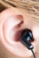 Ohr mit Ohrhörer foto