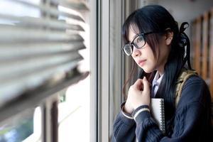 asiatisches Mädchen in Uniform foto