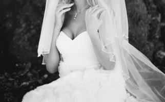 schönes weißes Kleid foto
